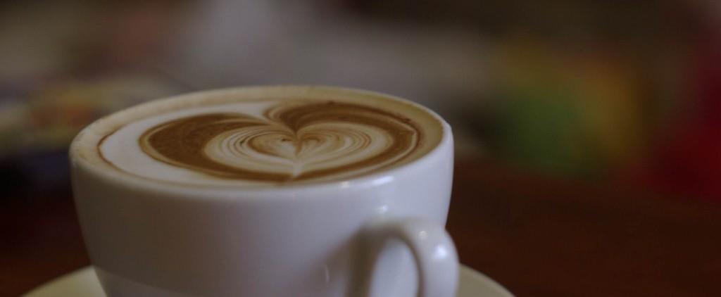 almond milkk latte image